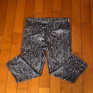 Workout pants in Size Medium.